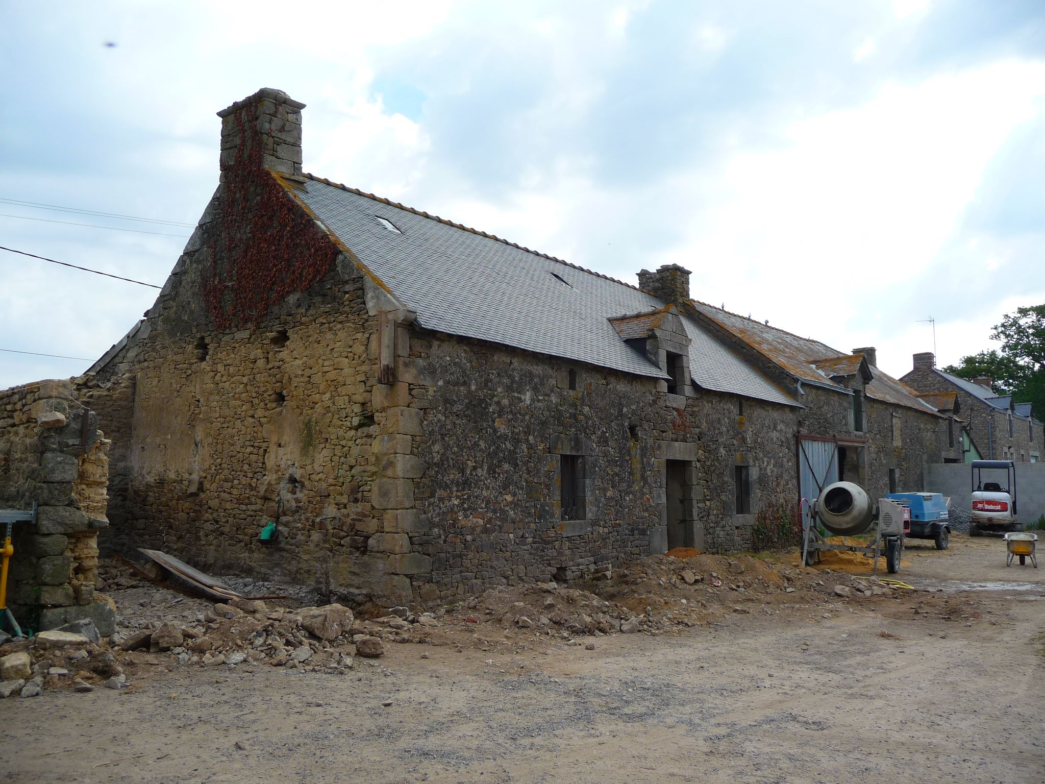 R habilitation d 39 une ferme en pierre morbihan atelier for Renovation maison pierre